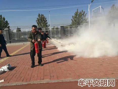 牟平区消防大队走进大窑街道初级中学进行消防培训活动1.jpg