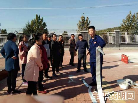 牟平区消防大队走进大窑街道初级中学进行消防培训活动2.jpg